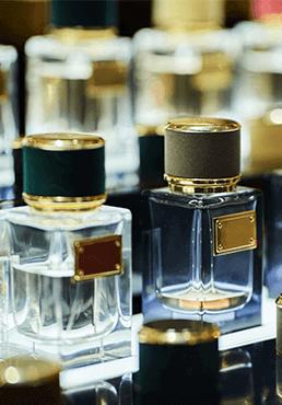 olika parfymflaskor